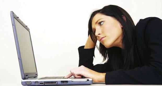 111378499205Woman-angry-at-computer