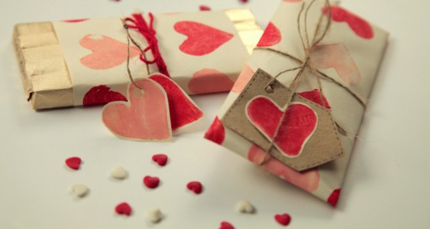 homemade-valentine-gifts-wrapping-ideas-paper-heart-stamps