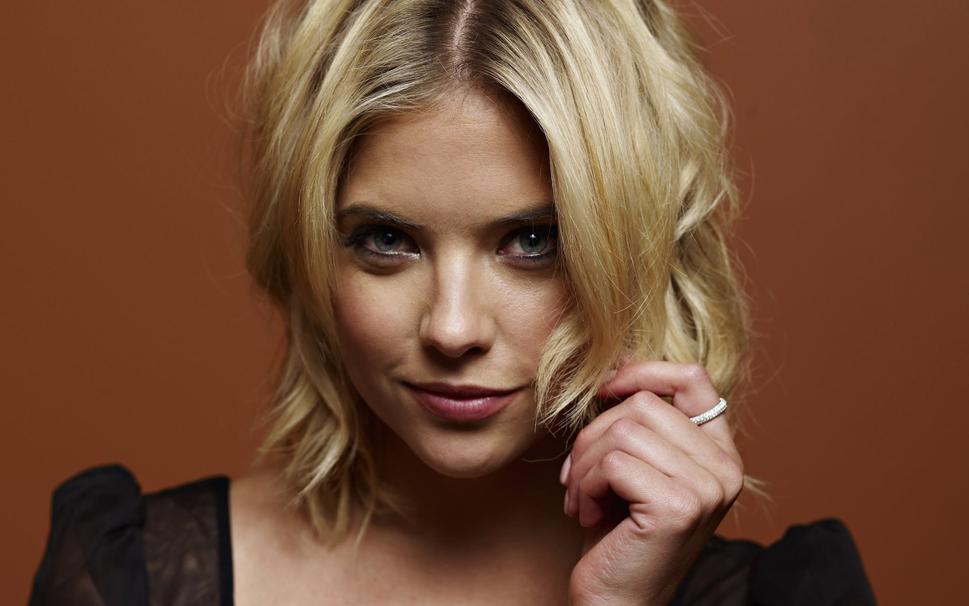 american-actress-ashley-benson-playing-with-hair