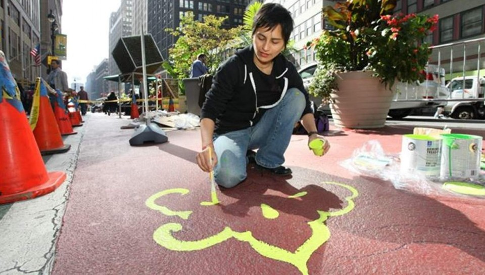 Street-Artist-Performance-of-Garment-District-Arts-Festival-2012-New-York-960x544